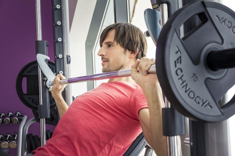 Fitness Mann Langhantel